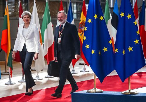 欧盟领袖引列侬歌曲劝英国:现在回头为时不晚