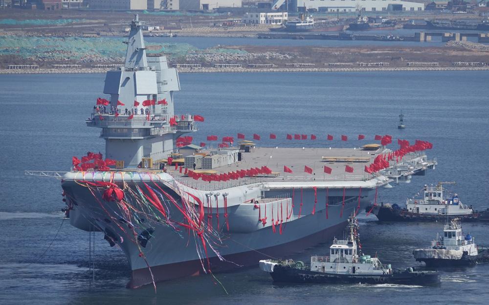 因此出现了专门供水上飞机整备与其他双翼机起飞的水上飞机母舰.