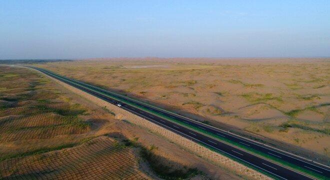 和新疆明水至哈密段三个路段的联动通车,北京至新疆实现全线高速贯通