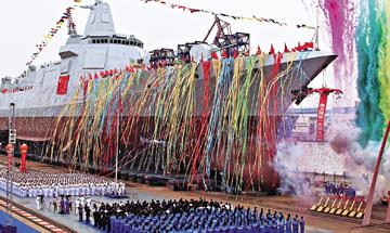 """国产""""055型""""驱逐舰首下水 外媒称世界最先进驱逐舰"""