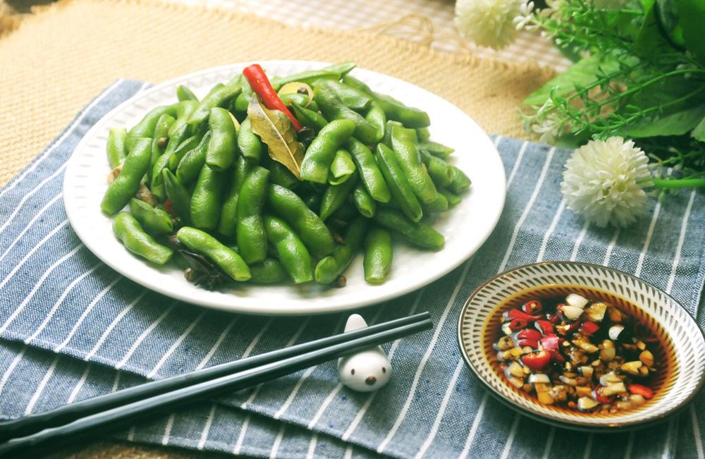 菠菜含百分之一点七,苋菜含百分之一点八,西兰花含百分之一点六,韭菜