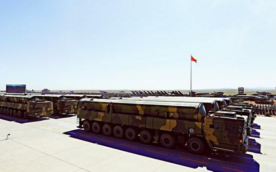 东风31AG导弹首曝光 专家:火箭军展示全方位打击能力