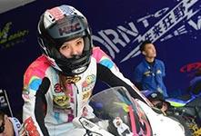 女摩托車手的比賽生活