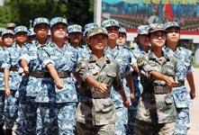 军事体验营学子挑战自我