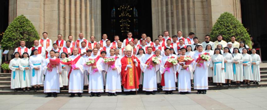 广州教区为八位修士举行隆重晋升执事典礼