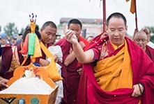 班禅在住锡地日喀则开展佛事活动