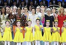 彭麗媛出席教育獎頒獎儀式