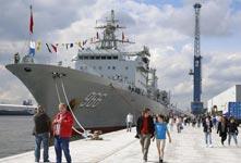 到访中国军舰成安特卫普港明星