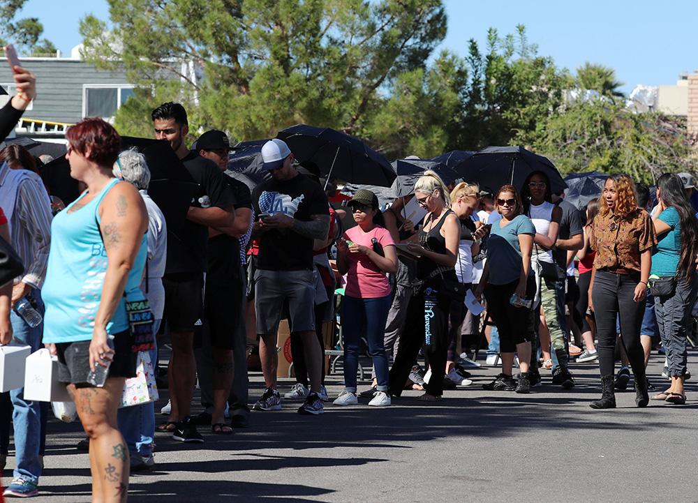 图:拉斯维加斯2日出现捐血长龙路透社