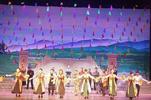 河南首部大型扶贫现代曲剧《春风化雨》在唐河公演