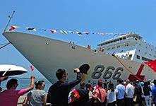 和平方舟医院船首访安哥拉