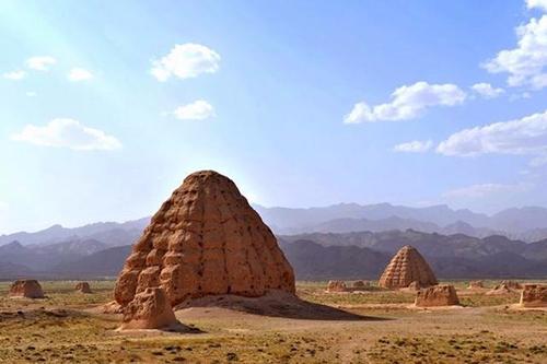 古西夏帝王將相之陵墓為何千年從不長草也從未落鳥?