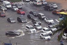 海口暴雨部分路段积水严重