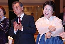 韩国总统文在寅夫人尬舞