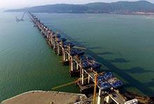 首座跨海峡公铁两用大桥完成桩基