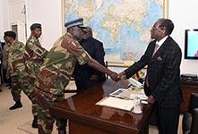 穆加貝與軍方談判現場畫面曝光