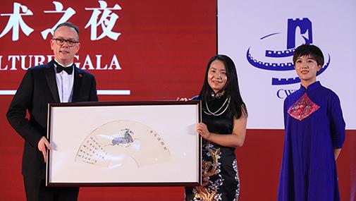錫純基金會向中國澳洲商會贈送藝術品