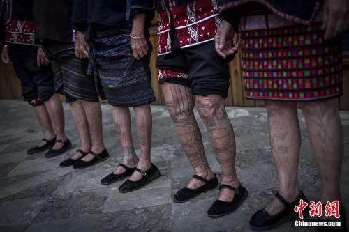 不同的文身纹样是区分不同方言区、氏族、宗族的标志。 骆云飞 摄