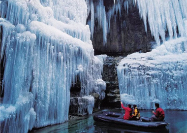 云台山冰挂覆盖山体 带你穿越水晶宫