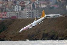 土耳其一客机滑出跑道险坠海