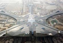 北京新机场航站楼功能性封顶封围