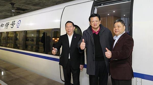 港區人大代表政協委員高鐵上京 體驗方便快捷