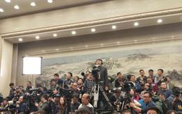 兩會首場新聞發佈會 盛況空前記者擠爆現場