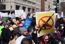 美國多地爆發遊行籲嚴控槍支
