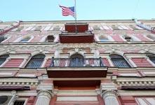 俄罗斯将驱逐60名美外交官
