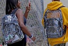 槍擊案後美學生被要求背透明書包