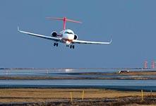 国产ARJ21喷气客机完成试飞