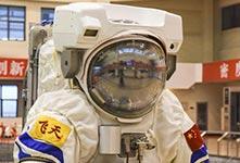 """中国空间站""""飞天""""水下训练服"""
