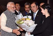 印度總理莫迪27日凌晨抵達武漢