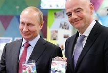 """俄总统普京拿到""""球迷身份证"""""""