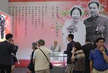周恩来纪念展开幕 香港市民参观