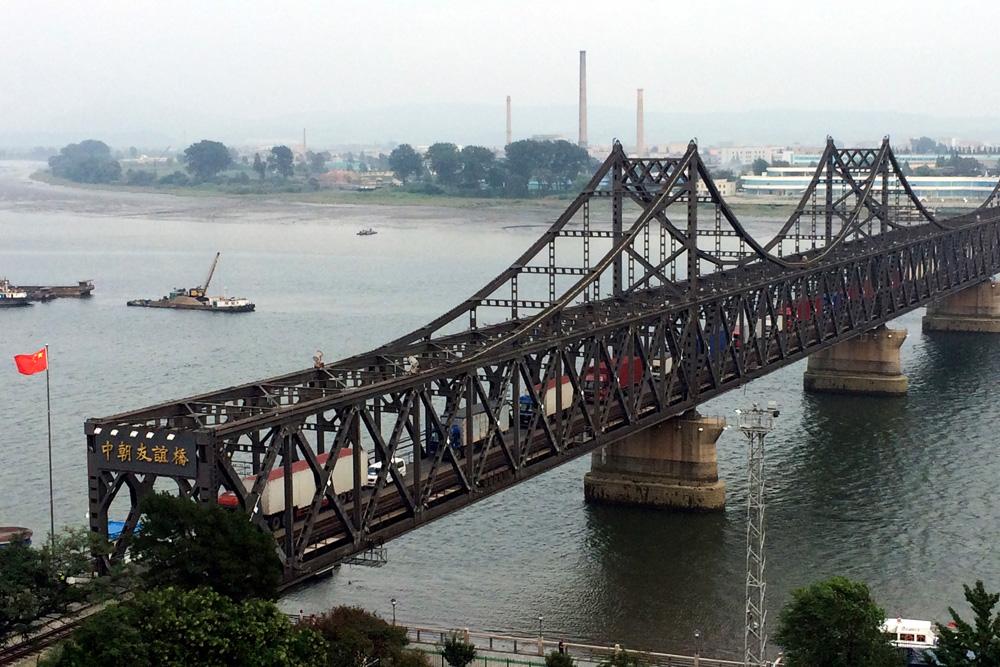 图:连接陇南中国与丹东新义州的中朝友谊桥\美联社旅游官鹅沟朝鲜攻略图片