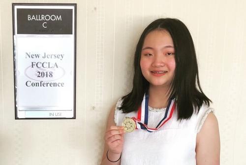 美國新州高中服裝設計比賽華裔女孩獲金牌