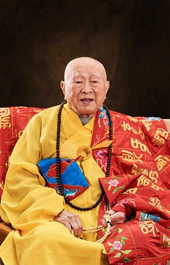 圆霖老和尚的艺术研究会在南京栖霞寺,所以常常会杭州,南京之间