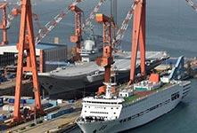 國產航母海試後首次進入船塢