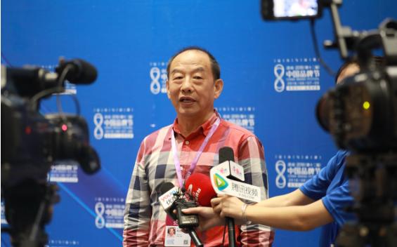 第十二届中国品牌节开幕 韩玉臣应邀画像礼赠陆克文