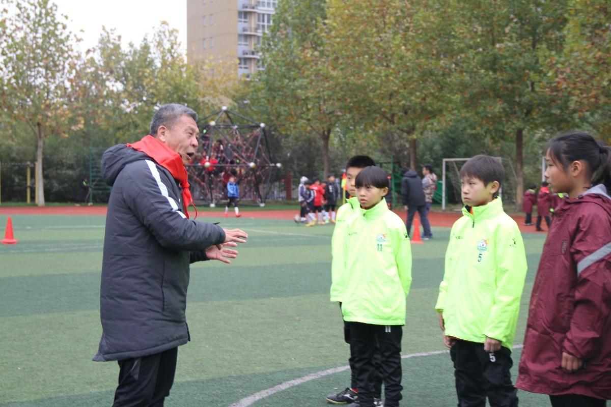 河南學校校園足球獲中國足壇名宿讚賞
